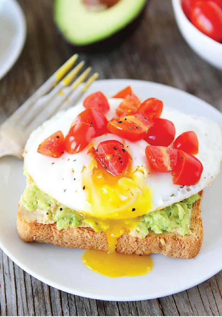 Avocado, Hummus & Egg Toast -- A quick and easy breakfast idea that will make your mornings a little easier.