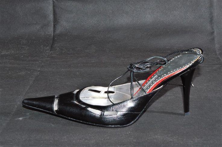 Sandalia+de+Mujer,+Negra+con+un+tacón+de+10.5+cms+planta+en+piel,+Plata+y+rojo,+con+cintas+en+cuero+para+atarlas+al+tobillo+o+pierna,+…