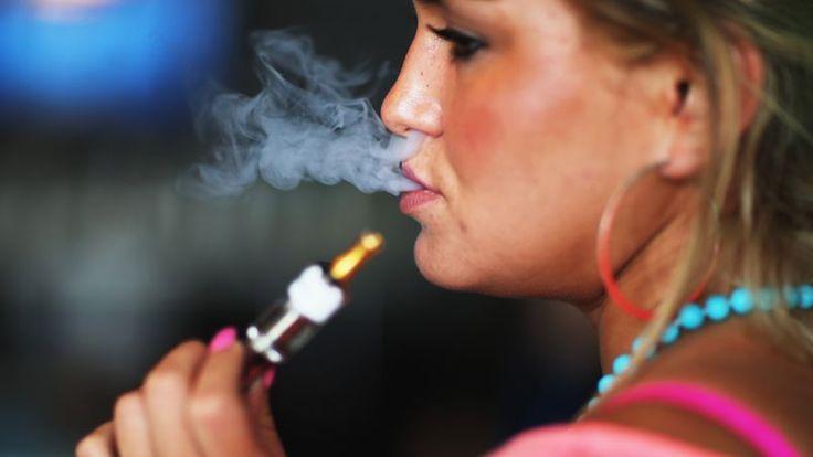 Un Français sur cinq a déjà essayé la e-cigarette. Au moins deux études scientifiques ont démontré récemment une certaine efficacité de l'e-cigarette pour arrêter le tabagisme. Dans l'une d'elle, la «vapoteuse» marchait même mieux que le sevrage nicotonique par patches ou chewing-gums.