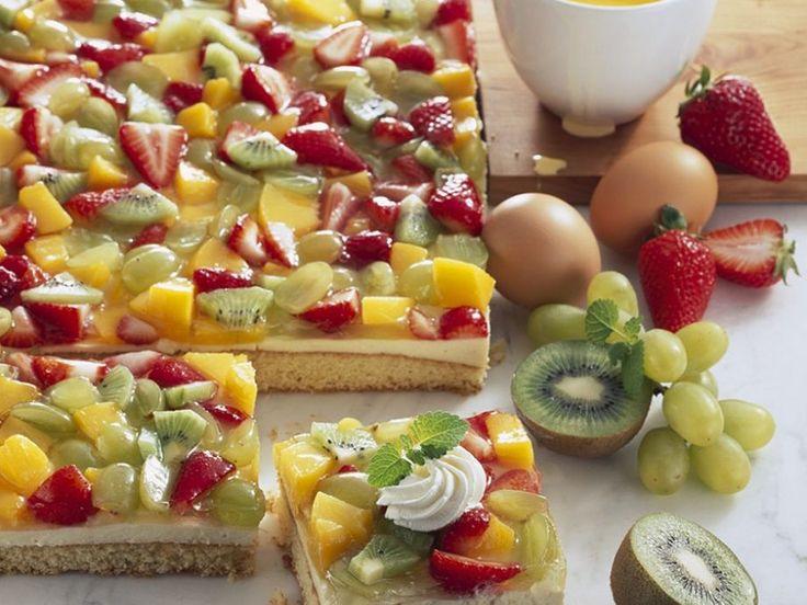 Biskuit-Obstkuchen ist ein Rezept mit frischen Zutaten aus der Kategorie Obstkuchen. Probieren Sie dieses und weitere Rezepte von EAT SMARTER!