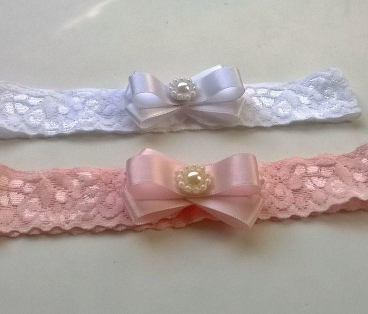 kit com 2 faixas de renda elastica  branca e rosa  laço 6 cm  Informe a idade da bebe no ato da compra.