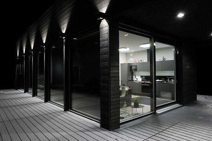 Ulkovalaistus kruunaa kokonaisuuden ja korostaa arkkitehtuurin yksityiskohtia. http://www.winled.fi/