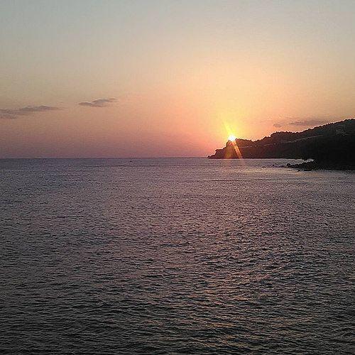 #sunset #sky #reflections #mountain #horizon #sea #cape #sun #afternoon #colours #no_filter #nofilter #november #nature #photograph #photoshoot #crete #greece #IaTriDis | by IaTriDis