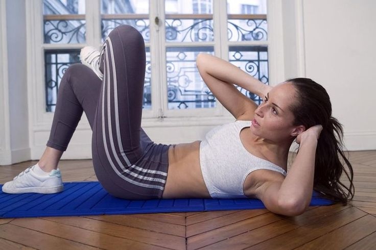 How to Do the Crossover Crunch for Strong Abs