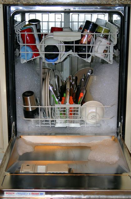 Here's an easy way how to clean large home appliances like your dishwasher, fridge, washing machine, and more!
