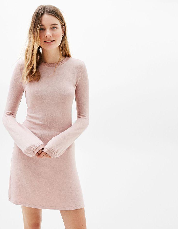 Vestido línea A manga abullonada. Descubre ésta y muchas otras prendas en Bershka con nuevos productos cada semana