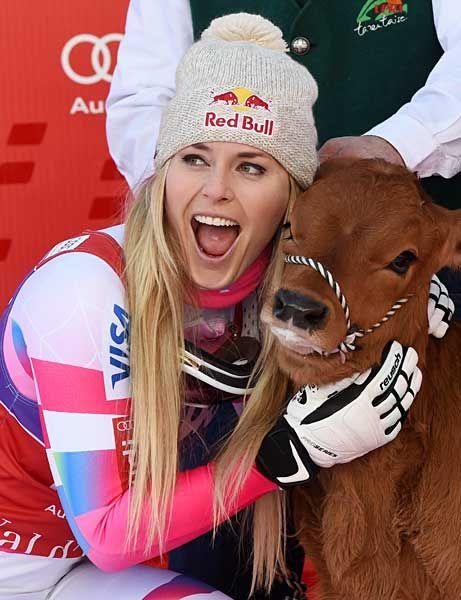 W杯女子滑降で優勝したリンゼイ・ボン(米国)。写真は賞品として贈られた子牛を抱くボン(フランス・バルディゼール)(2014年12月20日) 【AFP=時事】  ▼20Dec2014時事通信 アルペンスキー リンゼイ・ボン 写真特集 http://www.jiji.com/jc/d4?d=d4_spo&p=von001-jpp018386711 #Lindsey_Vonn