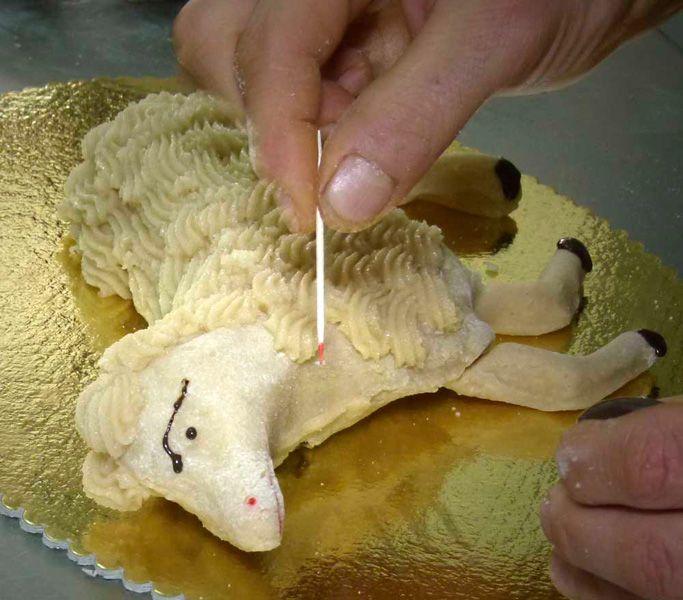 Pasta di mandorle Gli agnellini di Pasqua - Cucina pugliese - Puglia