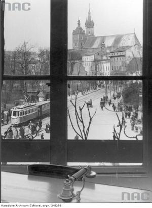 Widok na kościół Mariacki z okien domu pracy. Listopad 1940