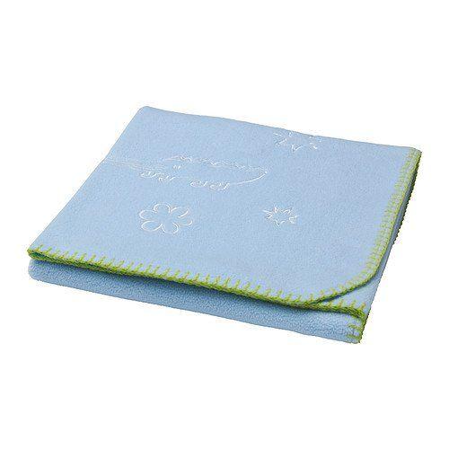 Sogno di Mamma vi propone questa morbida copertina blu con decori che fornisce…