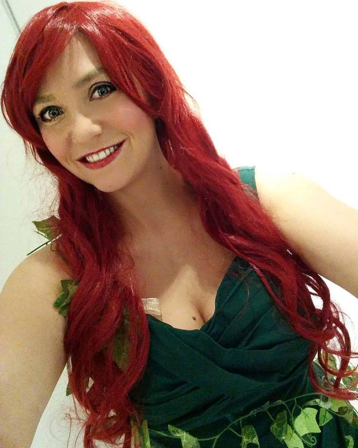 Happy Rosenmontag für alle die es heute krachen lassen!  Da ich dieses Jahr leider nicht mitfeiern kann gibt's ein Throwback zu Halloween.  Wie gefalle ich euch mit roter Wallemähne?  . #rosenmontag #helau #alaaf #karneval #fastnacht #fasching #poisonivy #halloween #halloweencostume #redhead #redhair #me #selfietime #selfie #mainzermeedche #redlipstick #beautyaddict #makeuplover #instadaily #instalike #throwback #hamburg #mainz #mainzbleibtmainz