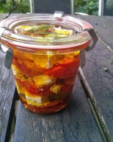 Eetlust!: Homemade Gedroogde Tomaten met tijm, rozemarijn en feta