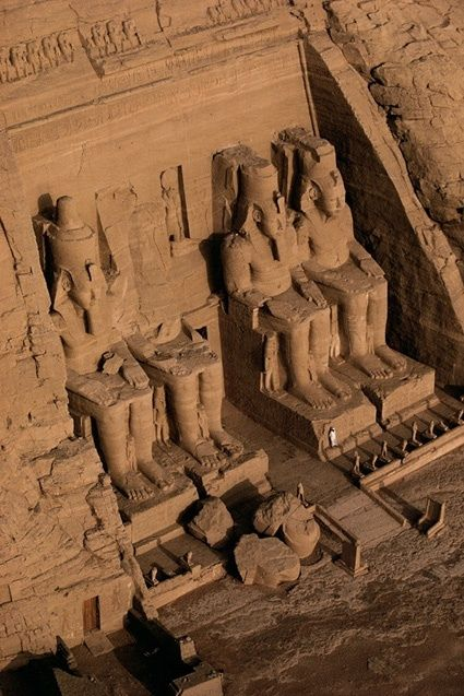 Templo de Abu Simbel, Egipto. Cuatro grandes estatuas de Ramsés II.