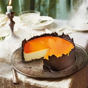 Orange mascarpone cheesecake with oreo crust and Aperol spritz jelly recipe. This halloween cheesecake is made with an oreo biscuit base, creamy mascarpone filling and topped with an Aperol spritz jelly.