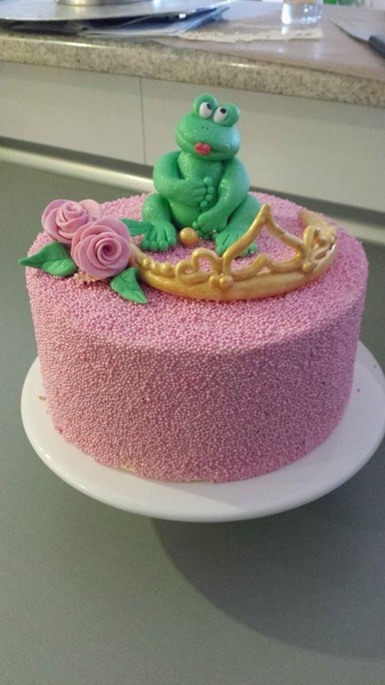 Diese Torte wurde mit unseren Perlen beschmückt, das hast Du wirklich klasse gemacht Melanie! Essbare Zuckerperlen in verschiedenen Farben und Größen gibt es bei uns im Online-Shop - Jetzt shoppen! #pativersand #prinzessinnentorte #perlen #dekor #streudekor http://www.pati-versand.de/torten-und-kuchen/dekor/perlen/