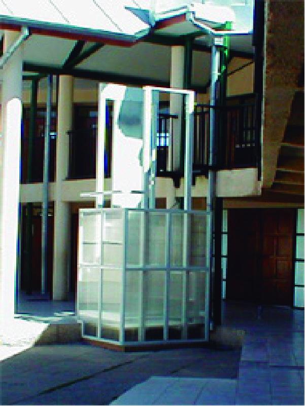Conozca los elevadores montacargas que manejamos en Serretecno, ideales para instalación en interiores y exteriores.