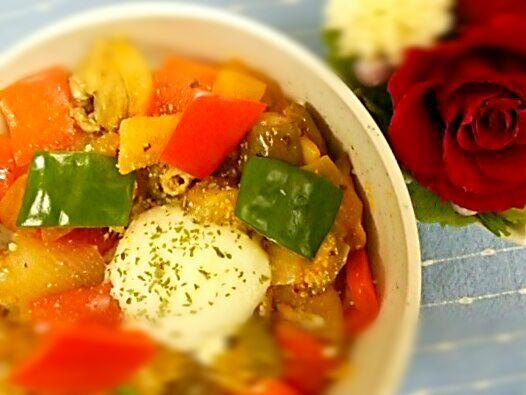 トマトハーブソースは、富士食品工業の「飯盛満腹亭 トマトハーブ」 温泉卵は、キューピーの「とろーり半熟たまご」を使用 - 14件のもぐもぐ - 温玉らん丼 by houzantei