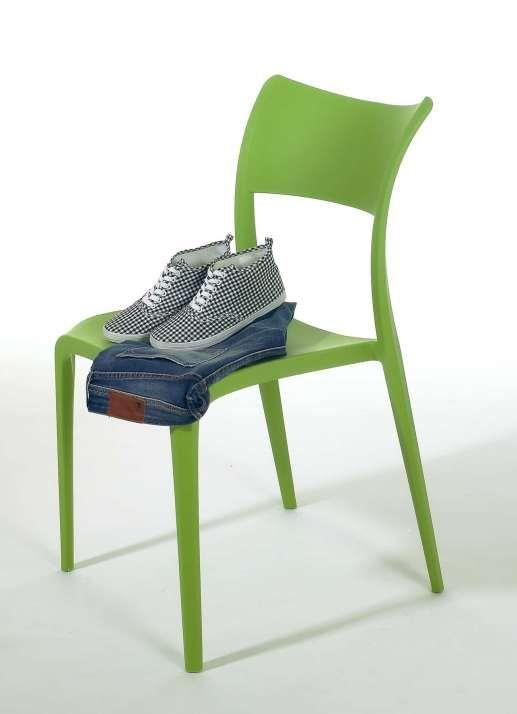 Stuhl 87 cm hoch aus Kunststoff hellgrün