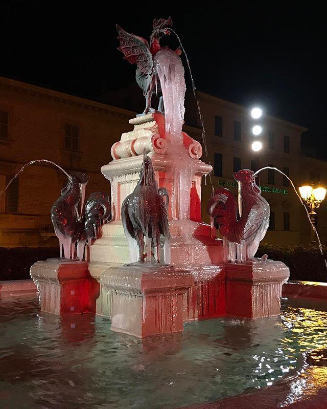 #Loreto, #FontanadeiGalli #piazzadeiGalli ❄️ ❄️ ⛄️ #SanctuaryofLoreto #wintertime #ice #January #winter2017 àwinter #frozen #Fountain #SantuariodiLoreto #Inverno2017 #freddo #ghiaccio #fontana #MadonnadiLoreto #OurLadyofLoreto #NuestraSeñoradeloreto #VirgendeLoreto #invierno2017 #hielo #fuente #Loreto #Loretoturismo #destinazioneMarche #RivieradelConero (ph by @desdemona17)