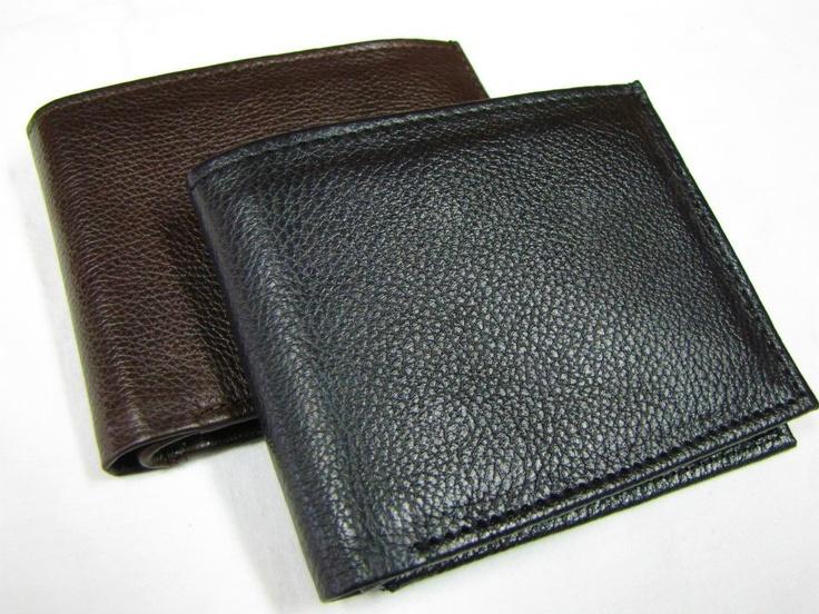 Classic Wallet: Para aquellos que prefieren lo minimalista sobre la extravagancia, contamos con billeteras clásicas.