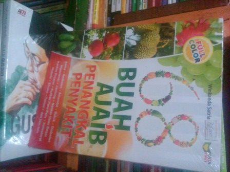 Buku 68 Buah Ajaib Penangkal Penyakit. Pengarang Winkanda Satria http://pustakahidayah.co.id/buku-kesehatan/buku-68-buah-ajaib-penangkal-penyakit-pengarang-winkanda-satria