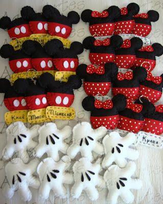 Essas lembrancinhas foram uns testes que eu fiz para uma festinha com o tema Mickey. São so chaveirinhos personalizados em feltro e os enf...