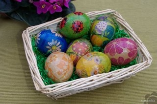 ...some more decorated Easter eggs.