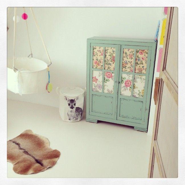 25 beste idee n over kamers voor kleine meisje op pinterest meisjeskamer girls bedroom en - Babykamer kleine ruimte ...