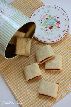 Minha primeira fraqueza: bolo de fubá.  Minha segunda fraqueza: pão de queijo.  Minha terceira fraqueza: goiabinhas! :D   A-do-ro e sempre ...