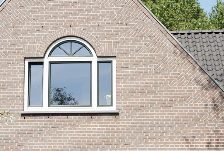 Voorbeeld van een raam met landelijke details.
