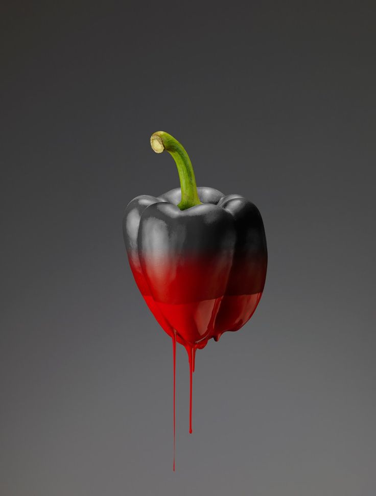 Le photographe italien Giorgio Cravero vient de remporter le concours Hasselblad 2016 de la nature morte pour cette série d'images de fruits et légumes désaturés en noir et blanc qui dégoulinent de la couleur dans laquelle on les a plongés.