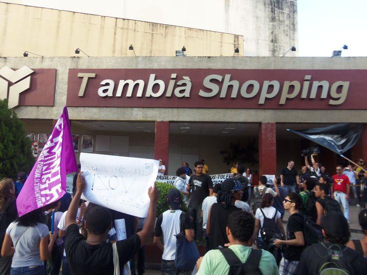 Movimentos sociais fecham Shopping Tambiá