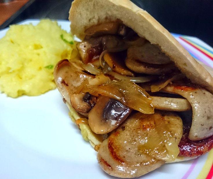 Gastronomía día a día: Pan de pita relleno de Bratwurst
