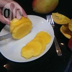 Comment éplucher une mangue @ allrecipes.fr