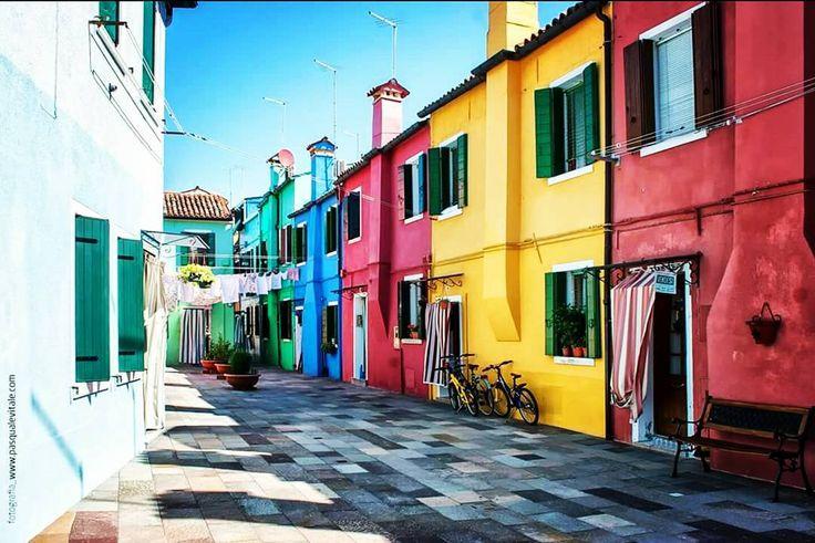 La bellezza di qualsiasi tipo nel suo sviluppo supremo eccita sempre lanima sensibile fino alle lacrime. [Edgar Allan Poe] #burano #ig_venezia #ig_burano #ig_veneto #italia360gradi #direzioneitalia #direzionevenezia #instavenezia #laguna #colori #italia #italy #mare #colours #ig_worldclub #ig_italy #fantasia #turismo #travel #viaggiare #instatravelling #anima #paese #villaggio #pescatori by joings