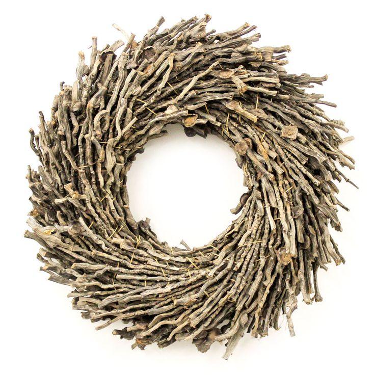 Stoere krans gemaakt van natuurlijke houten takjes met een robuuste uitstraling. Deze krans is verkrijgbaar in diverse afmetingen. Kransen gemaakt van natuurlijke materialen. woonaccessoires of muurdecoratie. Woonkamer inspiratie en Interieur ideeën
