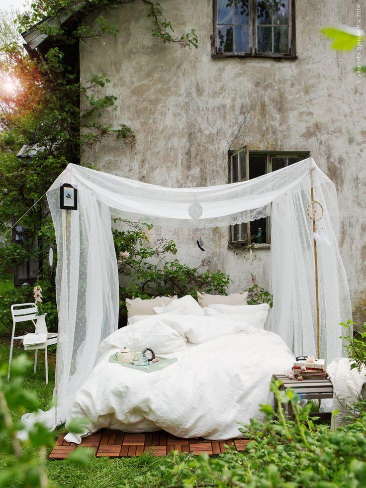 För soliga dagar och stjärnklara nätter skapar vi ljuvaste uterummet! På RUNNEN trall släpar vi ut alla våra extra madrasser, kuddar och de gosigaste täcken vi har. Det blir en plats att läsa, dricka morgonte och mysa i solen - ren kärlek i naturen!
