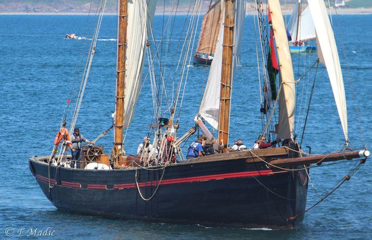 """""""Leader"""".  Lancé en  1892  sur la rivière Dart, à Galmpton, près de Brixham, en Angleterre,  par W.A Gib Dernier port d'attache connu : Brixham (Devon) Dernière utilisation connue : Voilier école et de croisière.    Longueur hors-tout : 32 m Longueur de la coque : 24,4 m Longueur à la flottaison : 20,8 m Largeur maximale : 5,8 m Tirant d'eau maximal : 3 m"""