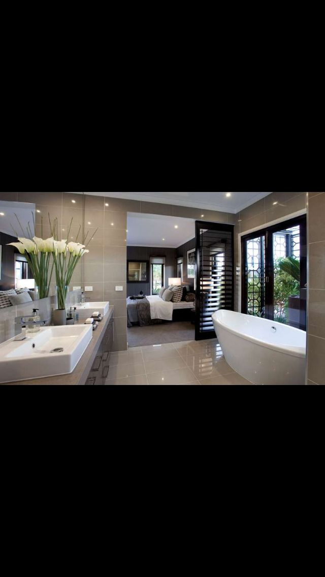 Porter Davis ensuite - shiny tiles make room look bigger?