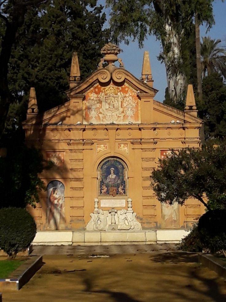 Sevilla. Monumento a Catalina de Rivera en los jardines que llevan su nombre.