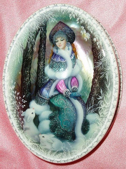 Hand painted jewelry box, made of two solid Pearl basins of oceanic origin - 'Snow maiden'
