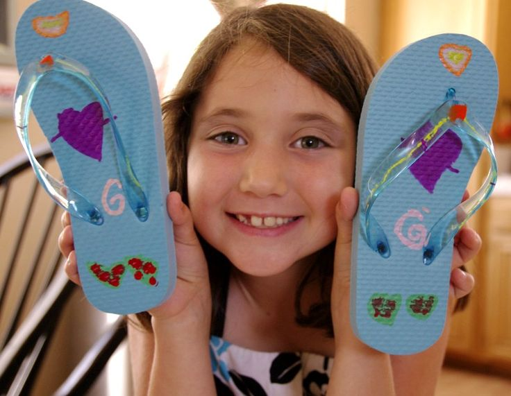 Decorate flip flops with paint markers. Fun kick off to summer activity! If you are looking to find out how to decorate flip flops, I've got some fun ideas for you. Summer is finally here and the kids are out of school. Now the fun begins... or rather, the fun trying to figure out what I'm going to do with them all summer. My kids are really creative so any kind of...
