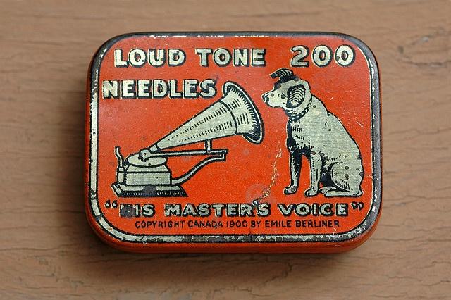 Vintage Tins / 1930s Victor Loud Tone 200 needle tin   Flickr: Intercambio de fotos