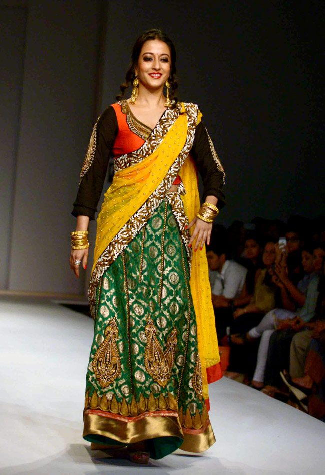 Raima Sen walks the ramp for designer Joy Mitra on Day 5 of Wills India Fashion Week 2014. #Bollywood #Fashion #Style #Beauty #WIFW