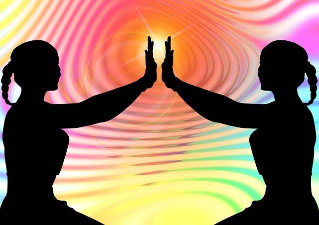 Negativní myšlení energie vytváří silnější energetické vzory a zůstává déle, než je pozitivní myšlení energie. Strach a stres trvají déle než láska, mír a štěstí.
