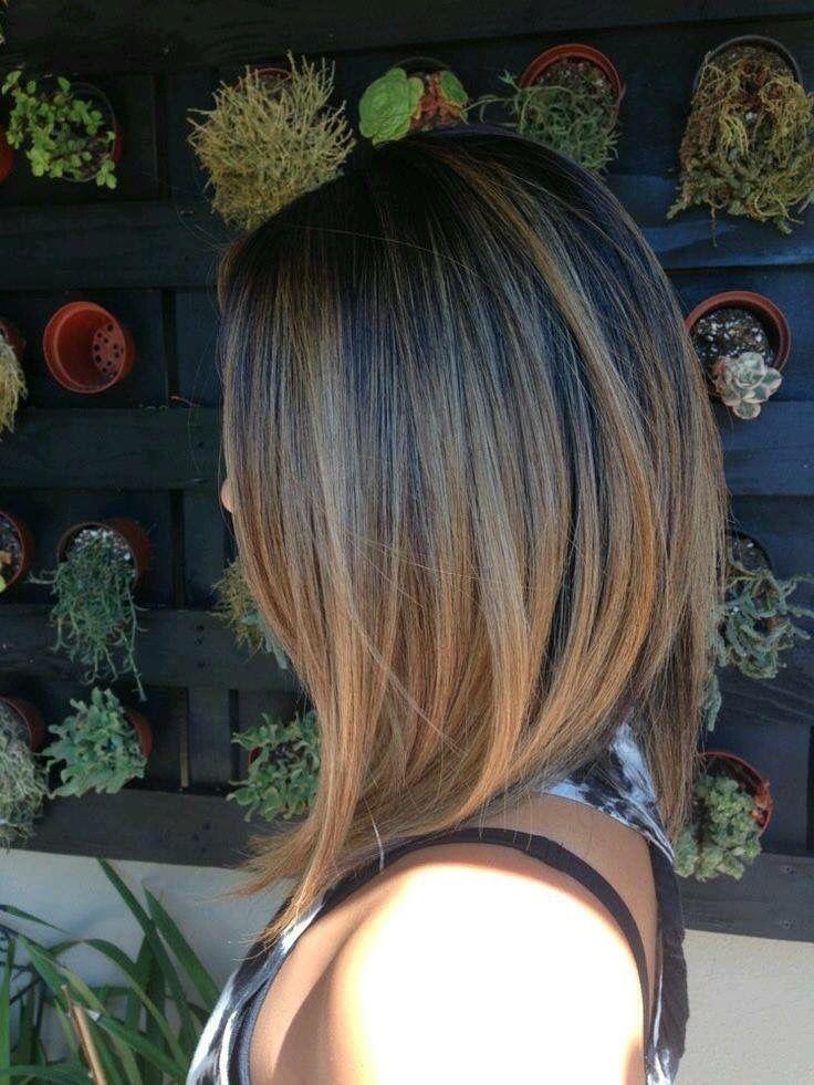 El tratamiento de los granos sobre la cabeza bajo los cabellos