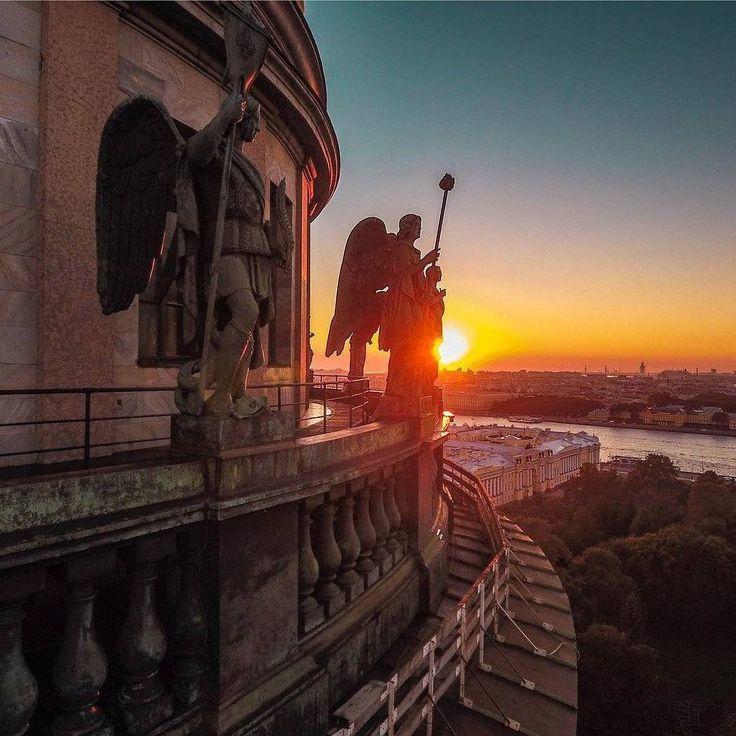 Winged guardians of Saint Isaac`s Cathedral in the lights of the sunset.  http://onetorussia.com/tours/nazvanie-tura-2.html  #onetorussia #showmerussia #russia#tour #tours #tourist #spb #piteronline#saintpetersburg #travel