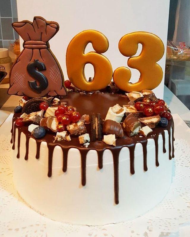 Мои топперы на красивом торте @asiyasabirova_cakes .Спасибо любимым клиентам за фото #royalicingcookies #gingerbread #decoratedcookies #cookiedecoration #sugarart #пряник #пряники #имбирноепеченье #имбирныепряники #пряникалматы #пряникиалматы #пряничныетопперыдляторта #пряничныетопперы #тортспряниками #тортспряникамиалматы