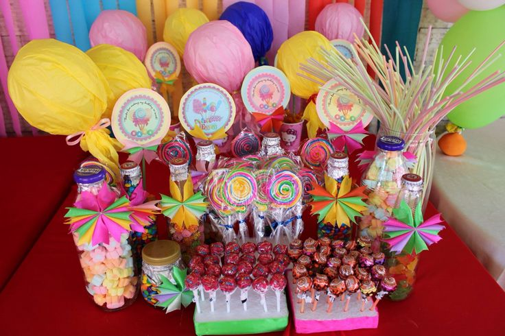 Candyland party. Candyworld theme. Candies. Treats and center piece