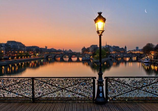 Le pont des Arts à la nuit tombante par Anthony Gelot